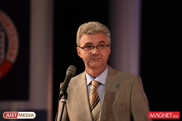 Александр Якоб наградил выпускников — отличников учебы