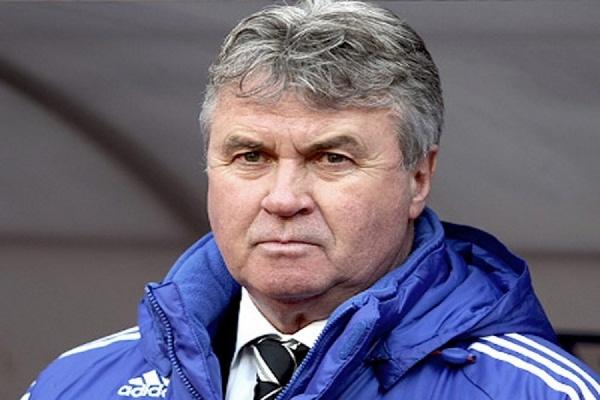 Хиддинк выразил готовность помочь сборной России по футболу