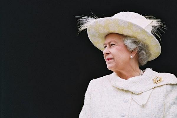 Елизавета II пошутила в ответ на вопрос о своём самочувствии