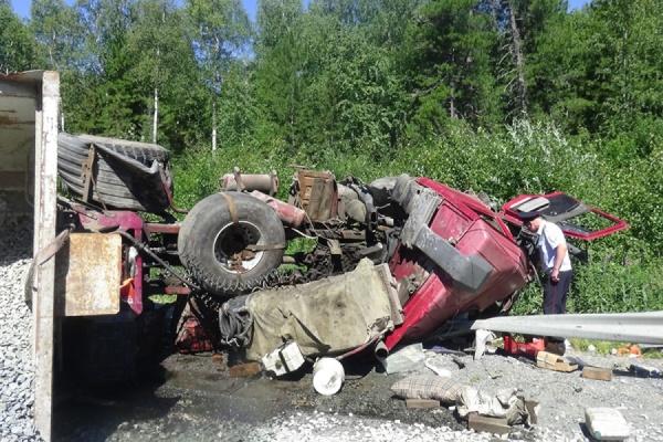 На автодороге Ивдель—ХМАО в столкновении двух автомобилей один человек погиб, один получил травмы