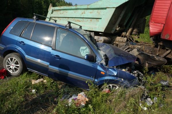 Три человека получили тяжелые травмы в ДТП на автодороге Екатеринбург—Нижний Тагил—Серов