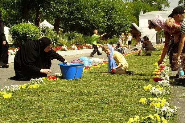 В Ново-Тихвинском монастыре готовят для горожан 6000 подарков и концерт