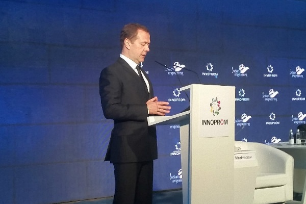 Медведев на ИННОПРОМе анонсировал регулирование интернета: «Коммуникационная открытость не должна означать беспомощность перед современными угрозами»