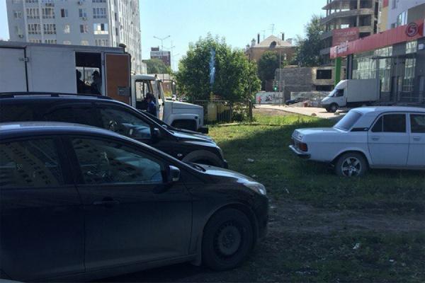 Жителей дома на Циолковского испугал газовый гейзер во дворе
