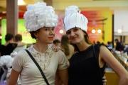 В Екатеринбурге десятки моделей примерили бумажную одежду