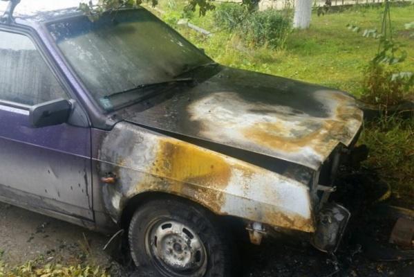 «Знаю, кто это сделал, но не пойман – не вор». На Эльмаше злоумышленник сжег автомобиль председателя ТСЖ. ВИДЕО