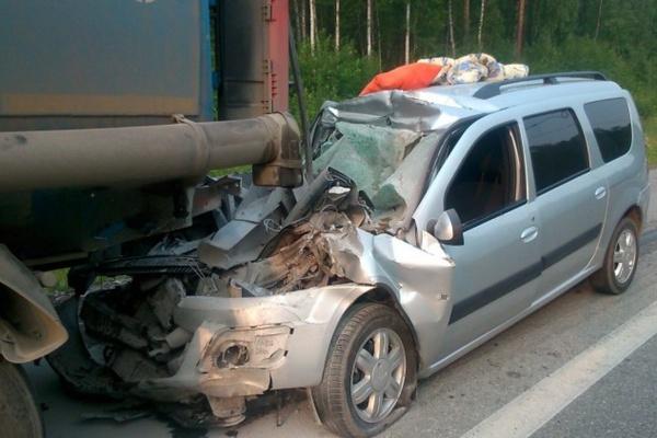 На Московском тракте Lada Largus столкнулась с бензовозом. Есть погибшие