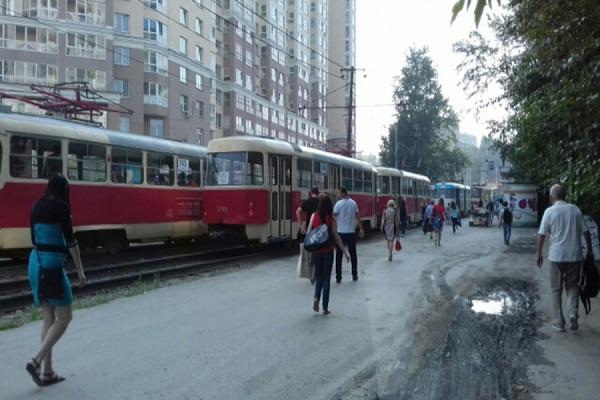 На выезде из Пионерского парализовано движение трамваев. ФОТО