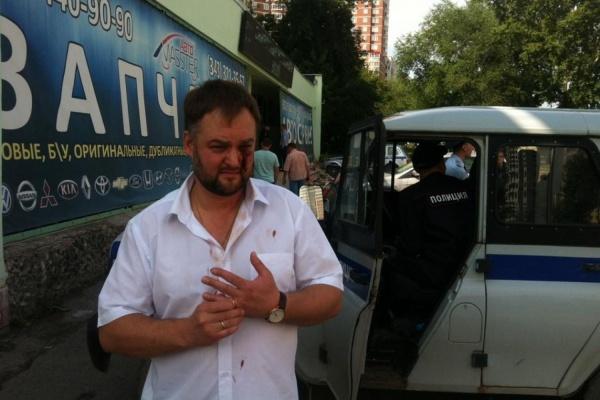 СРОЧНО! Сотрудники екатеринбургского автосервиса жестоко избили кандидата в депутаты и журналистов. ФОТО