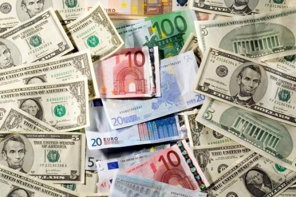 Котировки доллара и евро упали