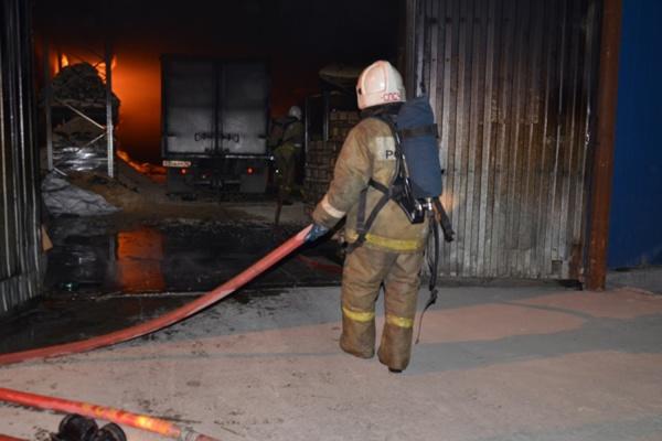 Пожар на складе в Березовском локализован