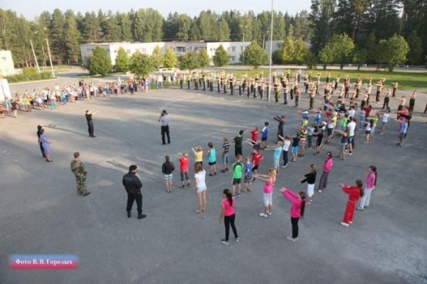Свердловские полицейские-чемпионы проведут зарядку для детей