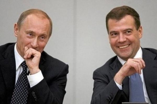 «Единая Россия» будет агитировать цитатами Путина и портретами Медведева