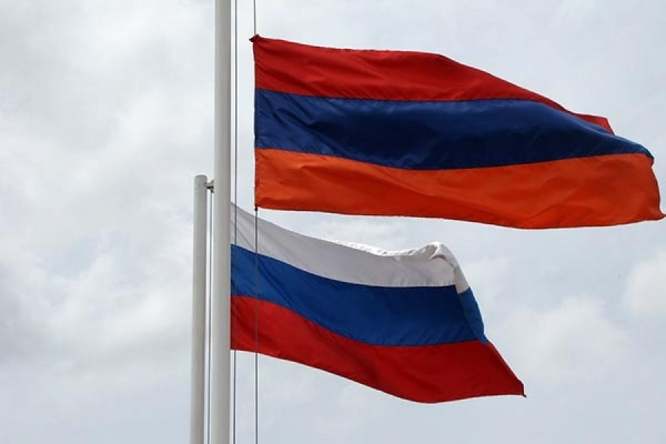 Министры обороныРФ иАрмении обсудили вопросы сотрудничества ибезопасности вЗакавказье