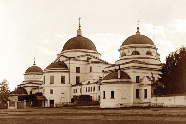 На старинном храме в центре Екатеринбурга установят кресты