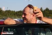 «Встретили с коровой и мороженым». В Екатеринбург приехал известный автомобильный эксперт Александр Гусаров