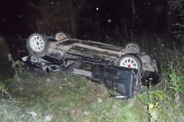 Возле Заречного автомобиль врезался в бетонную стелу. Погибли два человека
