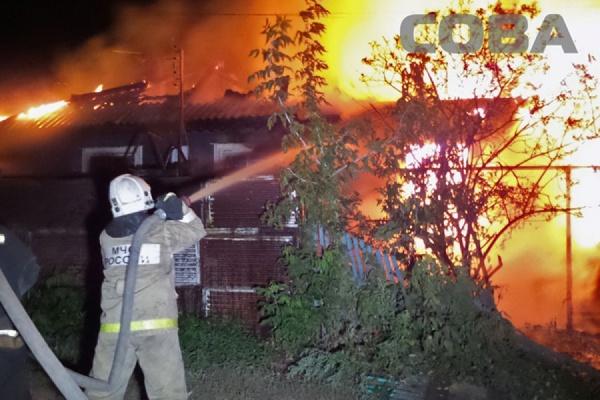 В переулке Автогенном сгорел дом на двух хозяев