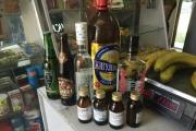 Единороссы сдали полиции предпринимателя, который торговал в Екатеринбурге спиртом, гнилыми фруктами и хлебом с плесенью