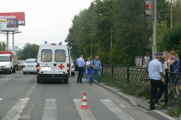 На улице Челюскинцев «скорая помощь» сбила 11-летнюю девочку