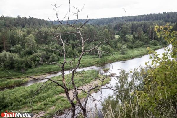 Семья туристов с сыном пропала влесу Свердловской области