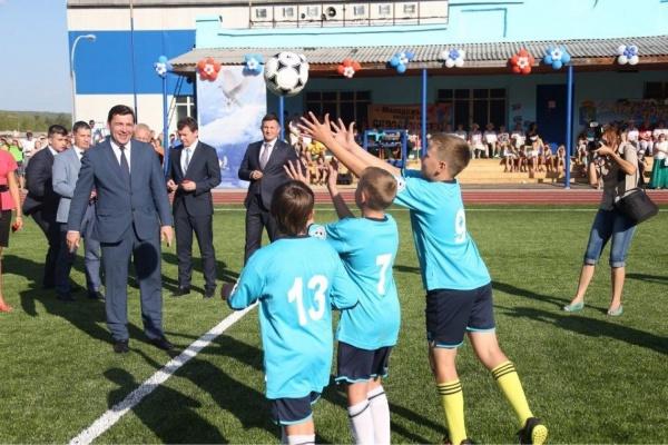 «Здесь воспитают новых олимпийских чемпионов». Евгений Куйвашев открыл в Нижней Туре новый стадион