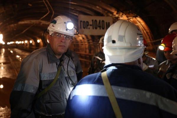 Куйвашев спустился под землю — поздравить горняков с Днем шахтера