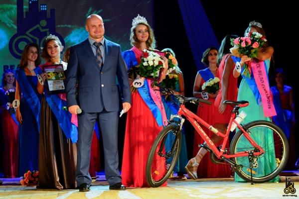 В Екатеринбурге назвали имя самой красивой, умной и спортивной «вело-девушки»
