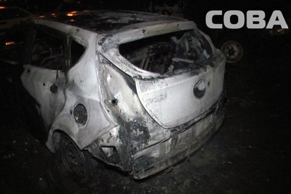 На Ботанике от огня пострадали четыре автомобиля