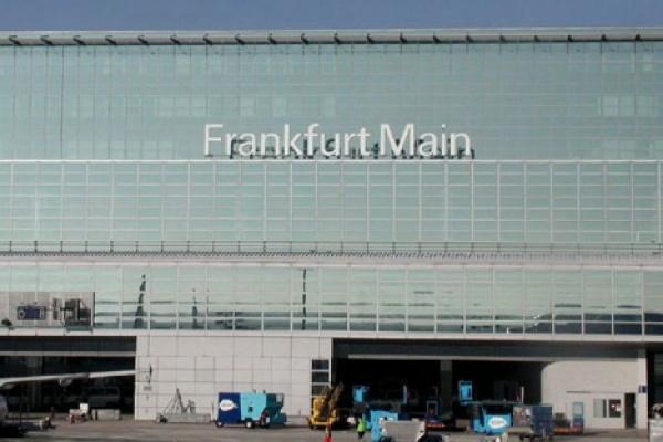 Полиция проводит эвакуацию в аэропорту Франкфурта-на-Майне
