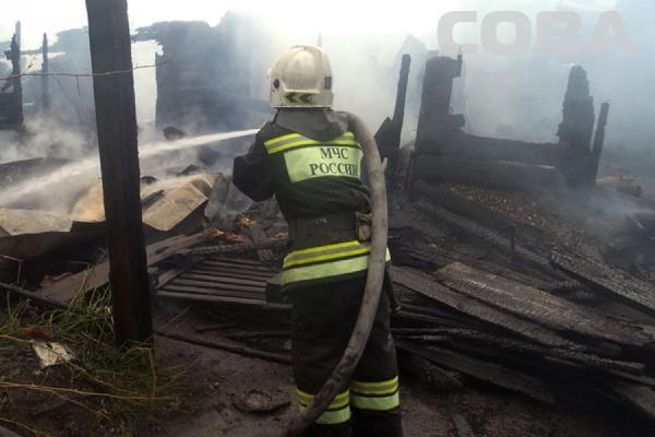 В горящем частном доме на улице Тагильской найдено тело мужчины