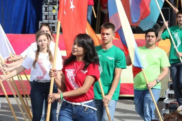 Пять тысяч новых лиц. Новоиспеченные студенты УрФУ отметили «Первый день в Уральском федеральном»