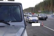 Водитель грузовика, остановившись на обочине из-за неисправности машины, попал под колеса внедорожника