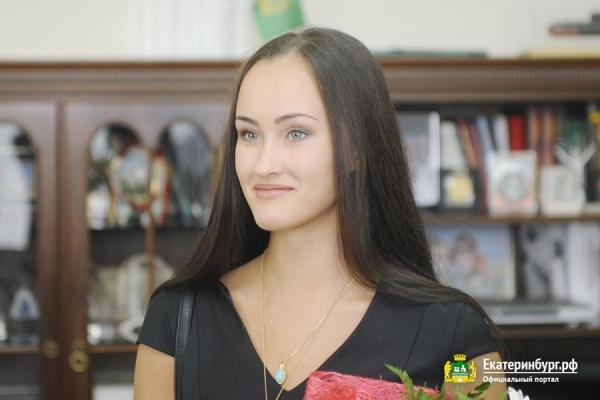 Олимпийской чемпионке Анастасии Татаревой вручили почетную грамоту администрации Екатеринбурга