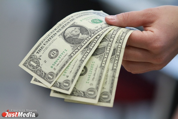 Банк России вновь снизил курс доллара