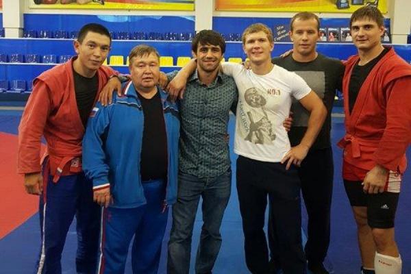 В гостях у самбистов УГМК побывал олимпийский чемпион Рио Беслан Мудранов