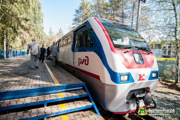 Городские VIPы прокатились по обновленной детской железной дороге