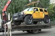 В Екатеринбурге новые владельцы перекрасили Hummer, чтобы спрятать машину от судебных приставов