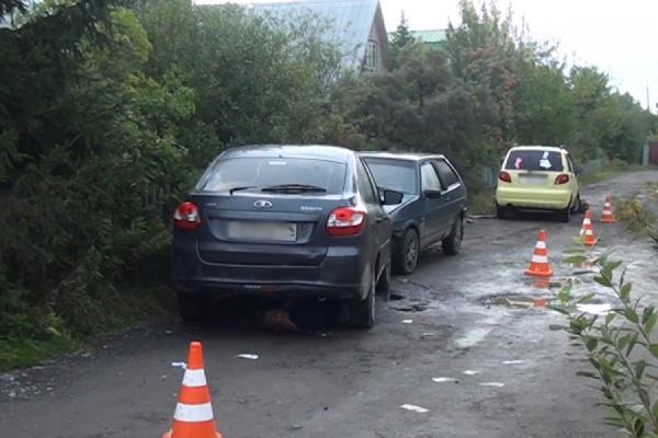 Пьяный и неопытный водитель задавил девушку-пешехода в коллективном саду