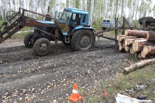 В Каменском районе опрокинувшийся прицеп с лесом убил человека