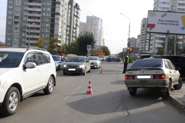 Не дошла до пешеходного перехода 50 метров. На улице Куйбышева под машину попала 15-летняя девушка