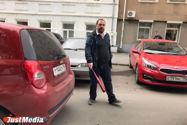 «Оба водителя дают показания». Участников дорожного конфликта в центре Екатеринбурга забрала полиция