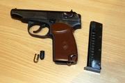 Житель Первоуральска устроил скандал в общежитии и угрожал полицейским пистолетом