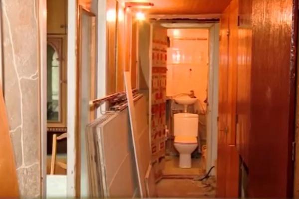 ВЕкатеринбурге коммунальщики разгромили квартиру, чтобы поменять вней трубы