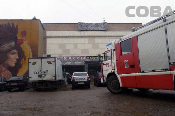 В Екатеринбурге загорелся ДК Лаврова
