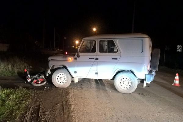 В Богдановиче полицейский УАЗ столкнулся с мопедом. Два человека получили ранения