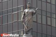Житель Екатеринбурга, который убил женщину сброшенным с балкона металлическим уголком, предстанет перед судом