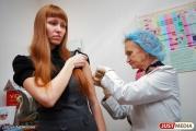 «Не нужно надеяться на авось, лучше уколоться». Екатеринбуржцев призывают пройти вакцинацию против гриппа