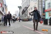 Арт-директор InTouch Cocktail Bar Михаил Андреев-Бородин: «Я люблю осень, потому что люди становятся ближе друг к другу». В Екатеринбурге прохладно и дождливо. ФОТО, ВИДЕО