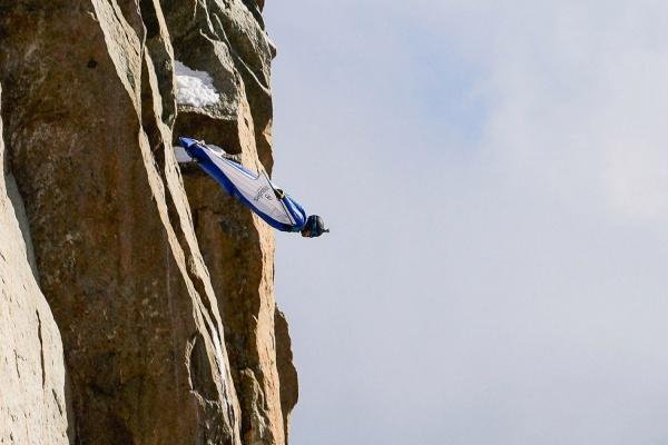 НаМонблане запретили прыжки ввингсьюте после смерти русского бейсджампера